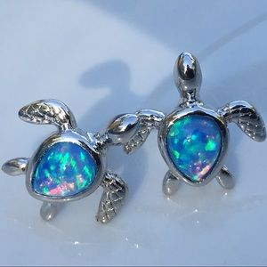 Beautiful opal sea turtles 🐢